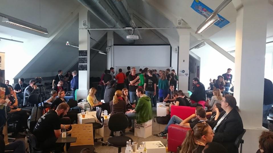 Barcamp Hauptraum voller Personen