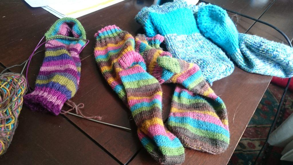 Fertige Socken und Socken in Arbeit